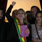 Presidenta interina de Bolivia siente 'mucha pena por los mexicanos'