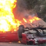 Arde vehículo frente al parador turístico El Mosquito